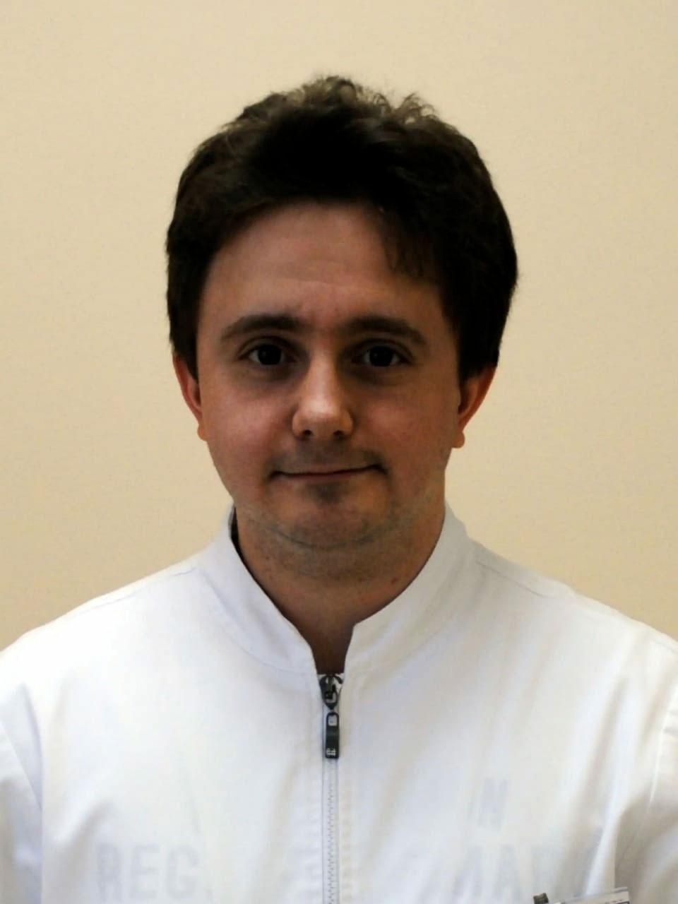 Романов Федор Суренович  – врач стоматолог-терапевт, стоматолог-терапевт детский
